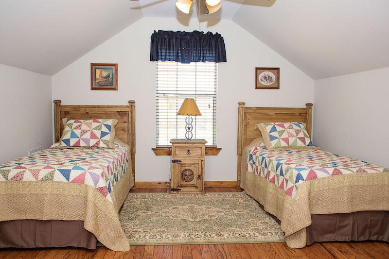Room Leghorn 3
